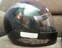 Vendo 2 capacetes usados