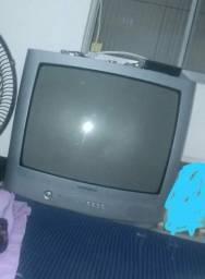 Televisão da antiga com conversor 170,00 tem conversa