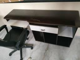 Estante para computador e TV