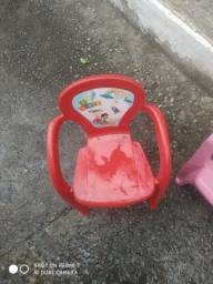 Jogo de mesa e cadeia infantil