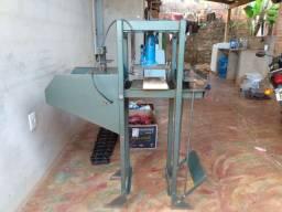 Vendo uma máquina de fazer chinelos