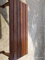 Banco de madeira que vira mesa