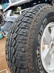 Jogo pneus 235/75/15. $ 560.00