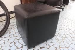 Puff em Couro Ecológico Preto 43 cm x  43 cm x  43 cm