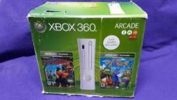 Título do anúncio: Xbox 360 Arcade Fat Desboqueado Na Caixa Com Kinect
