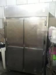 Geladeira inox 820 litros