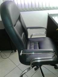 Conjunto cadeira diretor, mesa com vidro e duas cadeiras novinhas.