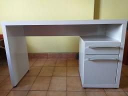 Escrivaninha branca com gaveta