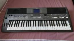 Teclado Yamaha s670