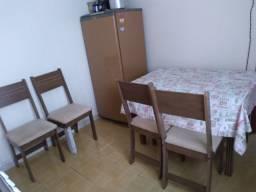 Mesa +quatro cadeiras