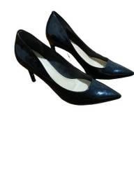 Scarpin em verniz, número 37, marca Shoestock