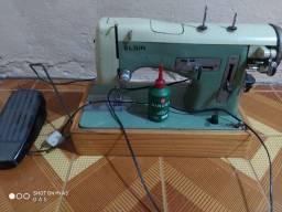 Máquina de costura Elgin mecânica