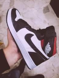 Tênis Nike Jordan preto com branco