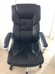 Excelente cadeira para escritório em couro