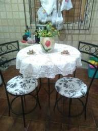Conjunto mesa com 3 cadeiras
