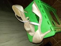Vendo linda sandália
