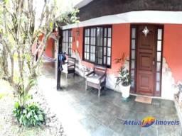 Casa duplex com 4 quartos (3 suítes) à venda no bairro da Tijuca, Teresópolis, RJ.