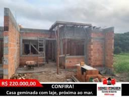 Casa geminada a 200 m da praia em fase de construção