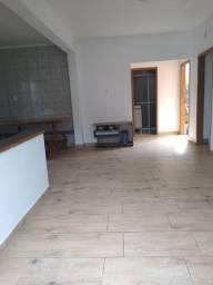Aluga-se apartamento no Petrópolis com 3 quartos
