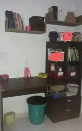 Escrivaninha/penteadeira semi nova R$220,00