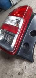 Lanterna esquerda Nissan March 2014