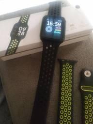 Smartwatch novo pouco usado na caixa com duas pulseiras