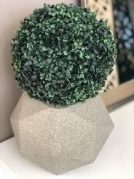 Vaso em fibra geométrico com buchinho artificial - troca de showroom - peça nova