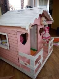 Vende-se casinha infantil de madeira valor r$ 600