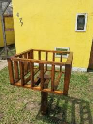 Lixeira de madeira (com madeira de demolição)