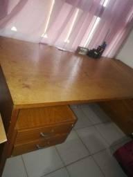 Mesa de trabalho com 4 gavetas, R$190