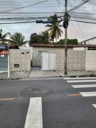 Casa no  Jardim Veneza com 3 quartos e vaga de garagem. Ótima localidade!!!