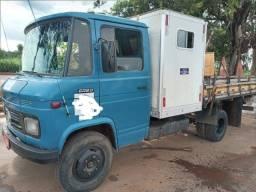Caminhão 608 d ano 77