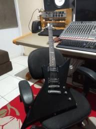 Guitarra profissional Explorer LTD EX50 usada em estúdio confira