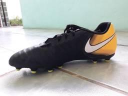 Chuteira Nike Semi-Nova Na Caixa