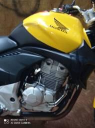 Honda CB 300R amarela Ano 2012/2012. Com 2021 pago e sem multas