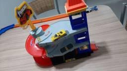 Garagem, elevador de brinquedo