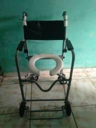 Vendo cadeira de rodas para banho