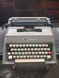Máquina de escrever da Olivetti antigo pra colecionador.