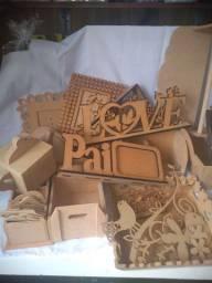 Lote de peças em madeira MDF por 350,00