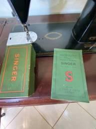 Máquina de costura Singer antiga funcionado