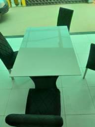 Mesa 4 cadeiras.