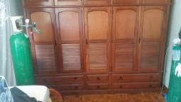 Armário de madeira maciça de 5 portas