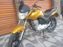 Moto titan150 Titan Flex 61.000 km,IPVA pago, pneu dianteiro,banco,carenagens novos.