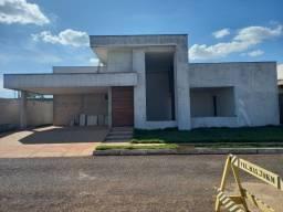 Casa no Condomínio Le Parc com 241 m² em Lote de 400 m², Luziânia-GO