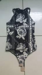 Bory e vestido florido.