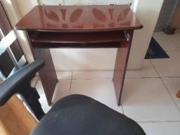 Mesa com cadeira para escritório