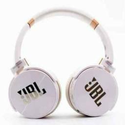 Fone de Ouvido Headphone JB950 Bluetooth, Rádio e Microfone<br><br>O Fone de ouvido Headphone