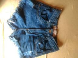 Vende-se shorts jeans feminino e um top preto