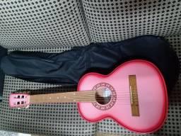 Vende - se violão infantil da marca Clave .