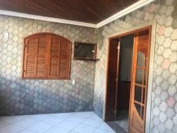 Excelente casa com dois quartos, sala, cozinha, banheiro social e varanda